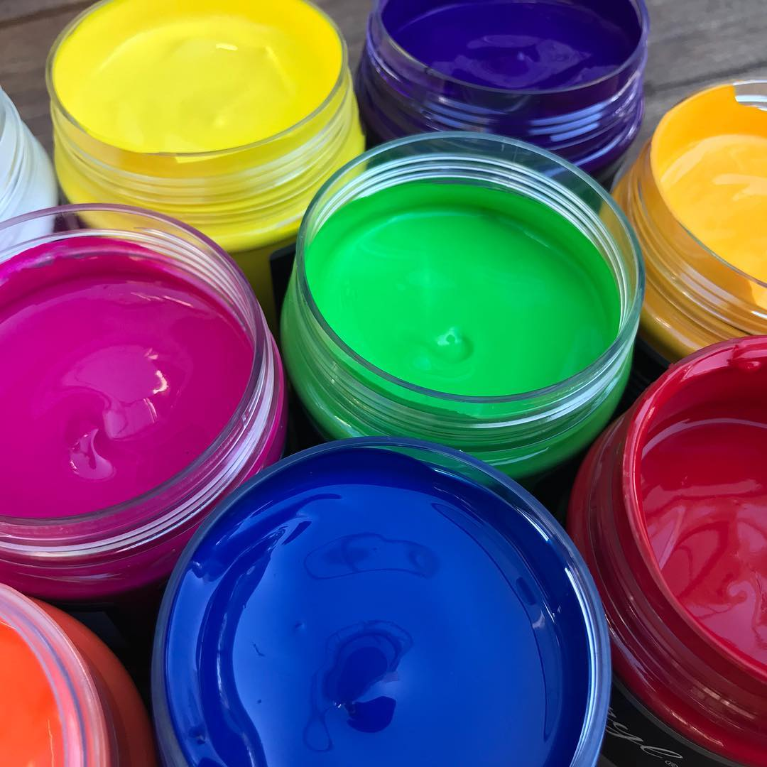 A variety of different-coloured paints at one of our art sessions | LesPetitsPainters.com.au