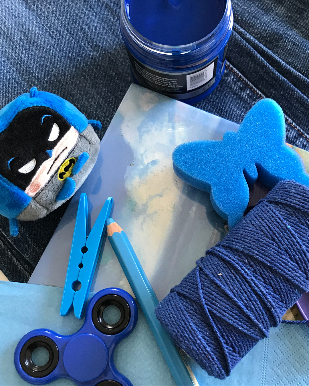 A collection of blue items ready to be used at one of our art classes! Les Petits Painters holds art classes for kids in the neighborhoods of Chatswood, Hunter's Hill, and Top Ryde. Ideal for preschoolers ages 3 to 5. For inquiries, call 0428880378 or visit LesPetitsPainters.com.au for more details.