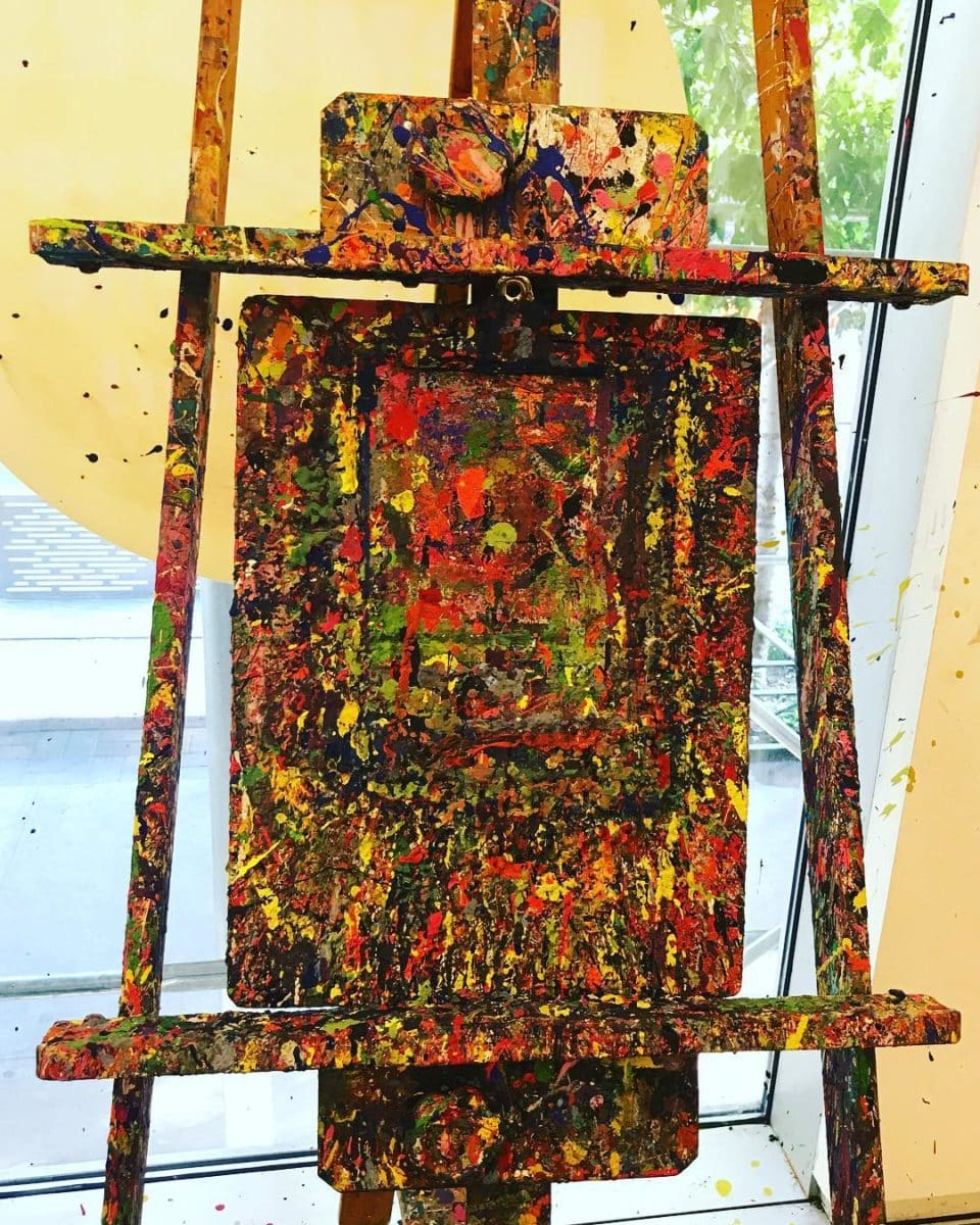 A splatter painting on an easel by a preschooler at an arts and crafts session by Les Petits Painters | LesPetitsPainters.com.au