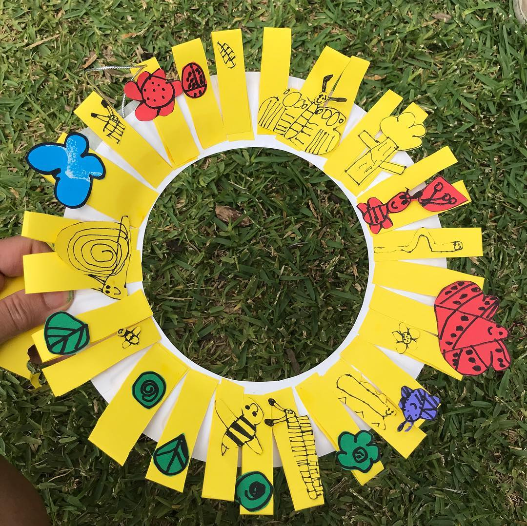 A yellow crafted Christmas wreath created by our students at one of our art sessions | LesPetitsPainters.com.au