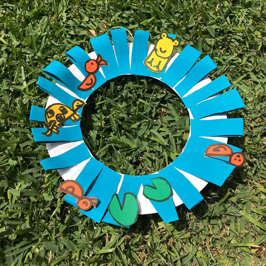 A blue crafted Christmas wreath created by our students at one of our art sessions | LesPetitsPainters.com.au