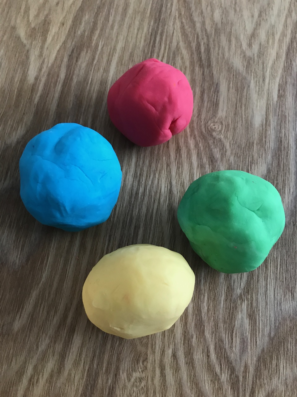 Les Petits Painters art and craft lessons for kids, how to make play dough, easy and cheap play dough, gluten free play dough, fine motor skills development for preschoolers
